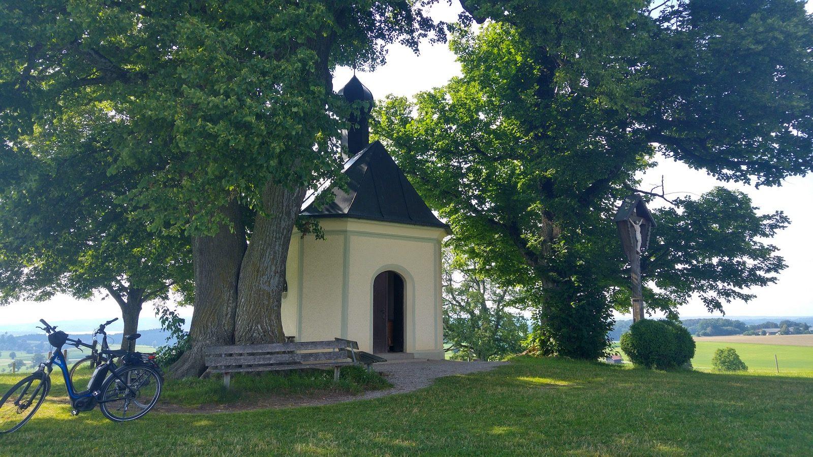 Maria-Dank-Kapelle vor Berg
